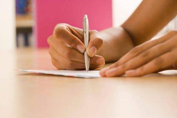 Una carta de retiro de la universidad debería ser corta y simple.