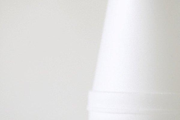 Los vasos de poliestireno pueden usarse como calorímetros de bajo costo para una variedad de experimentos.