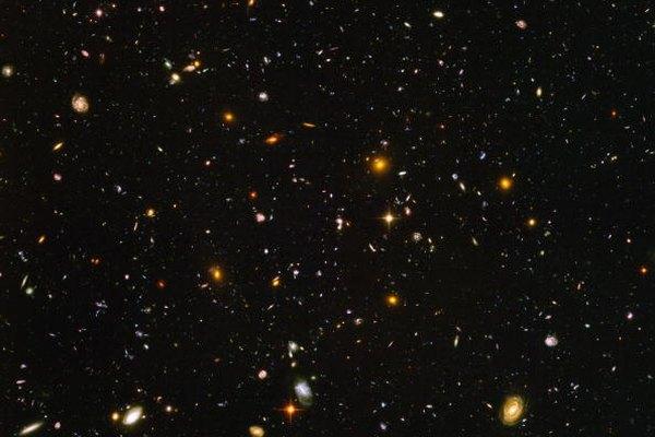 En una rebanada pequeña del cielo, miles de galaxias son reveladas.