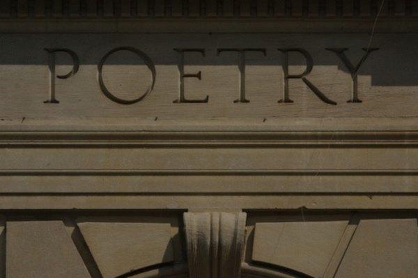 Comparar y contrastar dos poemas es un aspecto vital del estudio de la literatura.