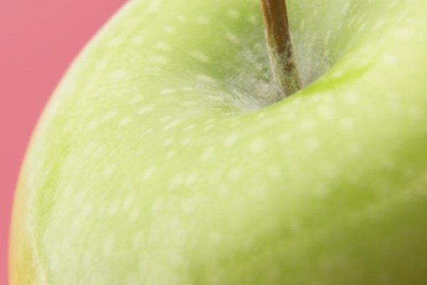 El uso del color complementario a tu fruto, debe cubrir la mitad superior del lienzo.