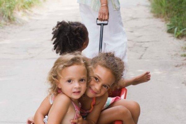 Una carretilla puede enseñarles a los estudiantes sobre jalar y empujar.