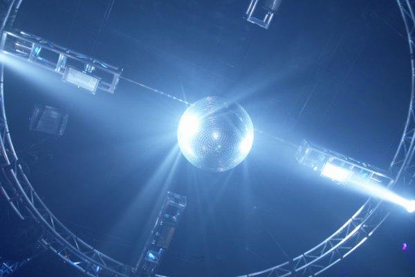 Las luces estroboscópicas son tal vez más conocidas por su uso frecuente en los clubes nocturnos.