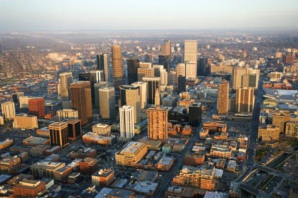 Denver, Colorado, está rodeado por las Montañas Rocosas.