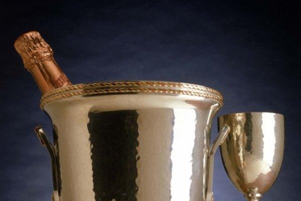 La plata es un metal precioso usado para crear muchos artículos de lujo, como este cubo de champán.