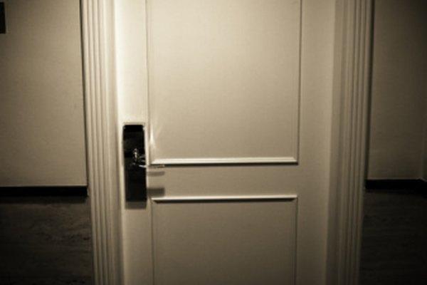 Los misterios, como una puerta cerrada, aumenta la intriga en una historia de terror.
