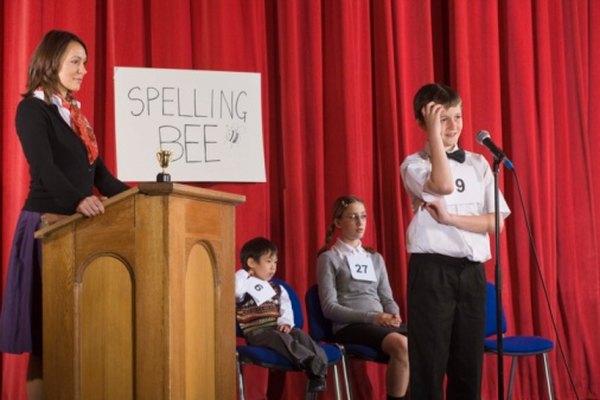 Los concursos de deletreo permiten que los niños muestren sus habilidades para deletrear palabras mientras aprenden y se divierten.