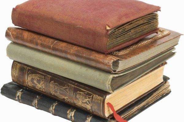 Hay muchas técnicas para encuadernar libros a mano.