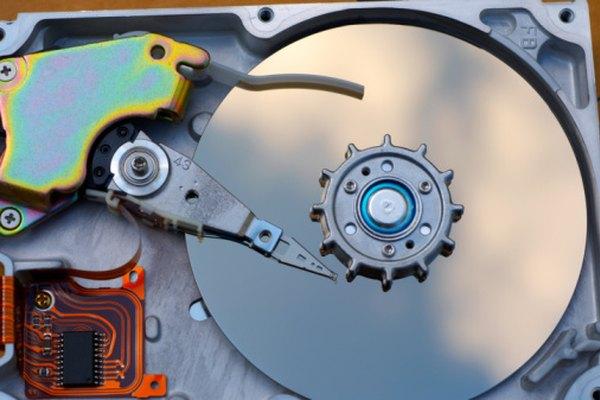 Tanto IDE como SATA permiten que la información viaje entre discos duros y placas madres.
