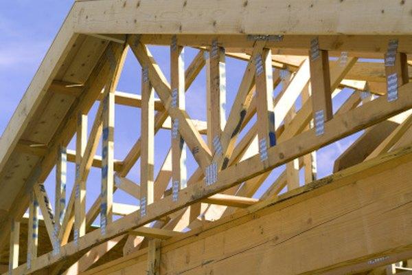 Las vigas y los cabios son componentes que se emplean en la construcción de los techos.