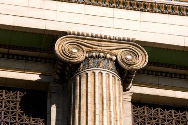El capitel de la columna jónica tiene un intrincada decoración enrollada llamada voluta.