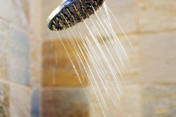Una ducha rápida y refrescante te ayudará a mantenerte alerta.