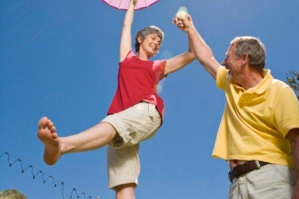 Un parasol es un pequeño paraguas utilizado para la protección de la luz solar intensa.