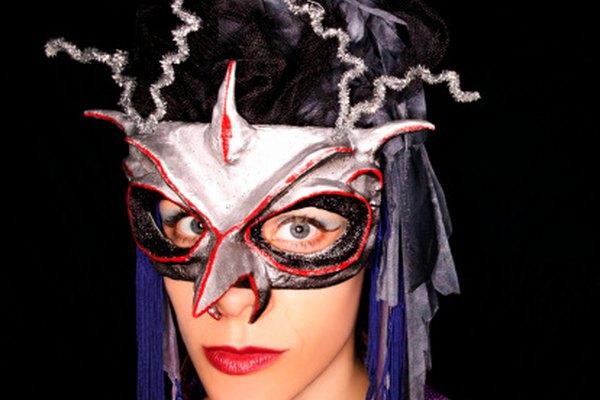 Haz máscaras fuertes y ligeras de fibra de vidrio.