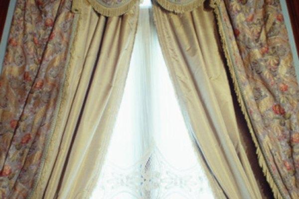 Incluso las cortinas curveadas empiezan con cortes rectos.