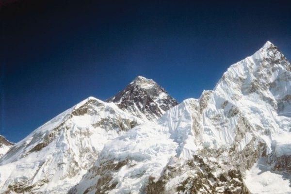 Las Himalayas son montañas vastas que se encuentran en Asia.