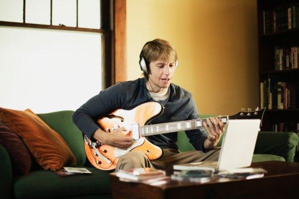 Las guitarras de cuerpo semi hueco generalmente son más grandes que sus contrapartidas de cuerpo sólido.
