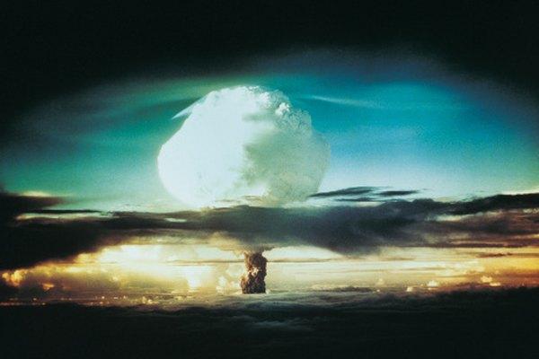 Tanto las reacciones de fisión como de fusión son opciones para bombas nucleares.