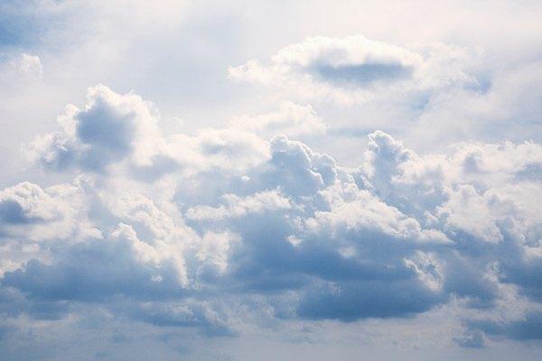 Cuatro tipos de nubes flotan en el cielo.