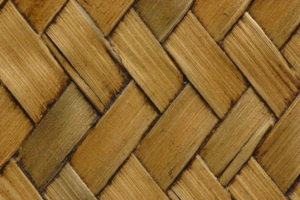 Usar los materiales adecuados es importante al hacer cestas.