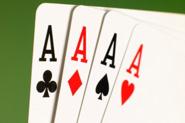 Los juegos de cartas involucran probabilidad y matemáticas mentales.