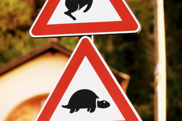 Esta señal alude a la famosa historia de Esopo sobre la tortuga y la liebre.