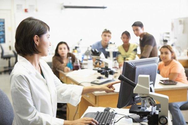 Los profesores de química a menudo tienen clases en laboratorios.