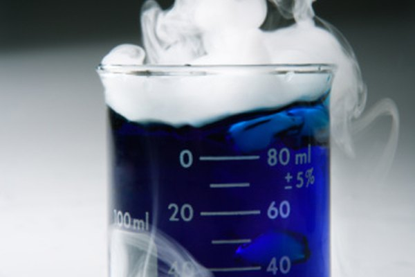 Usa hielo seco para crear efectos de humo para proyectos o para decoración de fiestas.