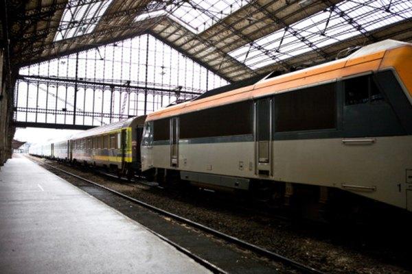 Viajar en tren puede llevarte hasta estaciones ubicadas convenientemente en el centro de la ciudad.