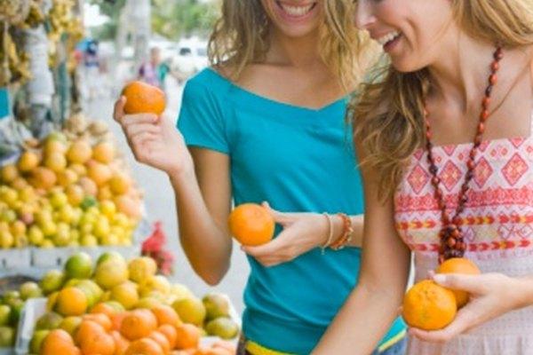 Las frutas contienen semillas que las plantas utilizan para reproducirse.