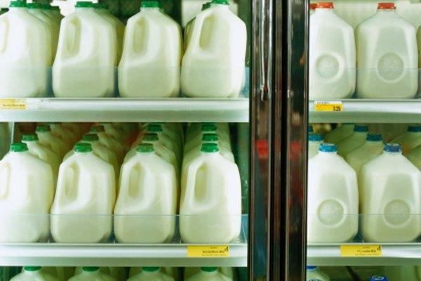 Tanto los refrigeradores industriales como los de consumo utilizan freón para mantener fríos los alimentos.