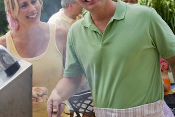 Haz tu propio humo líquido con carbón y astillas de madera.