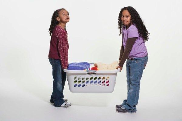 Los niños pueden usar las actividades de clasificación y apilado para aprender sobre el peso.