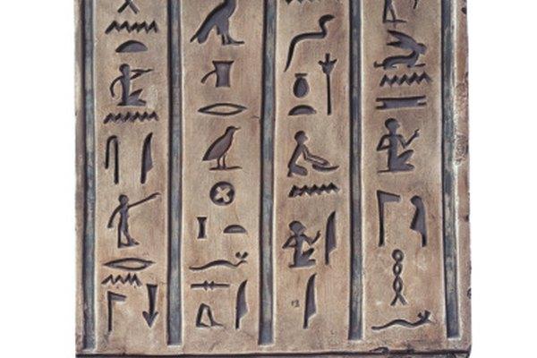 Los jeroglíficos egipcios utilizan ambos, los pictogramas y los ideogramas.