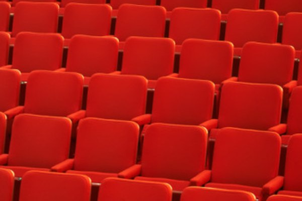 Las invitaciones son una manera efectiva de anunciar una obra dramática, especialmente para el estreno.