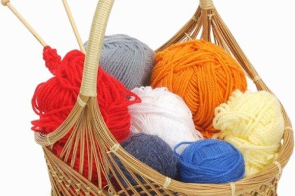 Utiliza pequeños pedazos de lana para crear divertidos adornos.