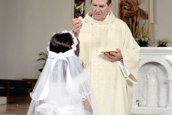 Algunas religiones usan túnicas de distintos colores para diferentes tipos de sacerdotes.