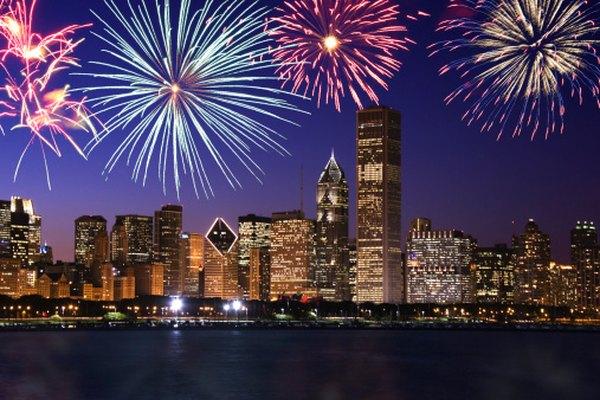En tiempos de bonanza económica, la gente puede reunirse para ver los fuegos artificiales del Día de la Independencia de Chicago.