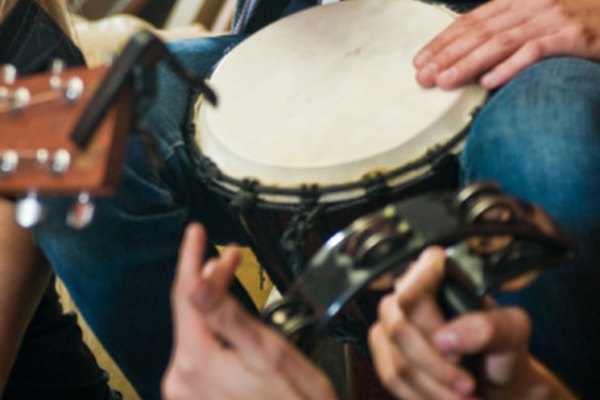 Las congas y otro tipo de percusiones manuales son integrales para el sonido de la Rumba.