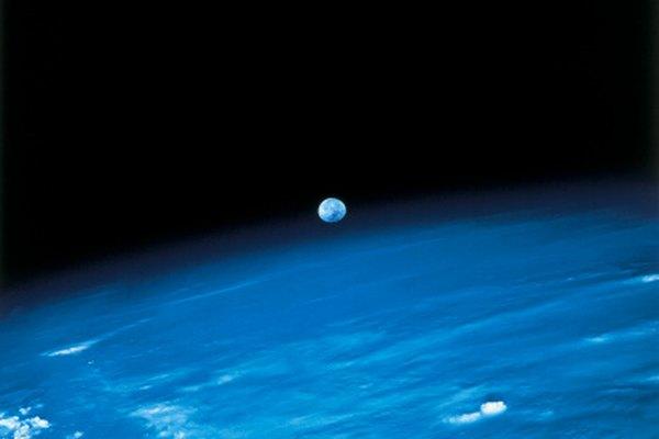 Tanto las parábolas como las hipérbolas se utilizan en la ciencia espacial para medir las órbitas.