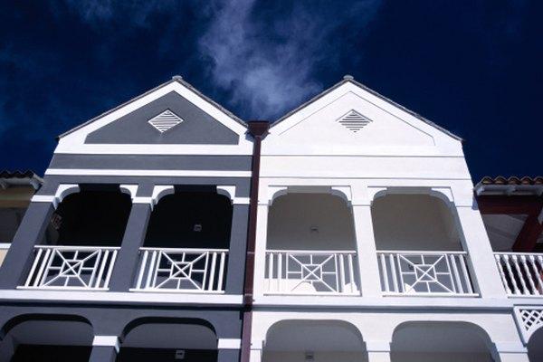 La simetría permite al espectador comparar y contrastar elementos arquitectónicos.