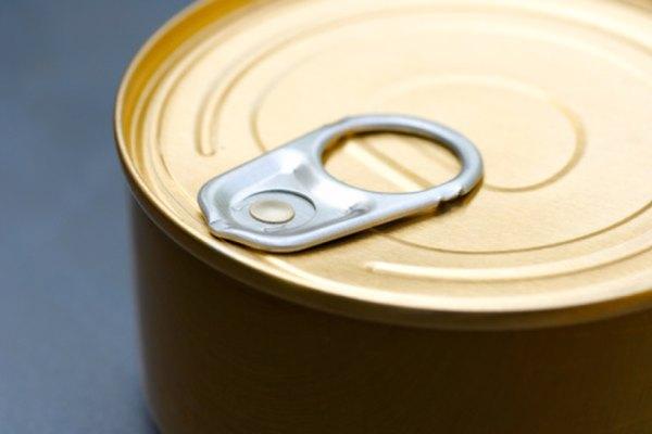 Lee la información detrás de la lata.