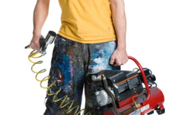 Los pintores utilizan aire comprimido con rociadores de pintura.