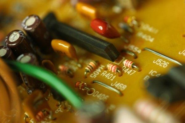 La construcción de tus propios circuitos puede ser divertida una vez que entiendas los principios básicos.