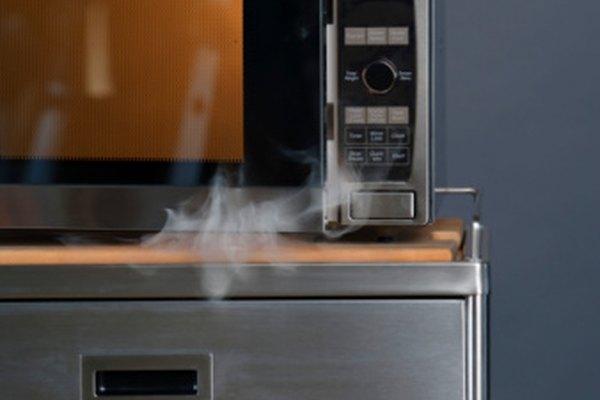 El no seguir las guías puede provocar daños a tu microondas o un incendio.