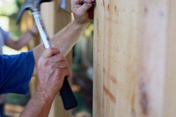 Los martillos de carpintero se utilizan para martillar clavos.