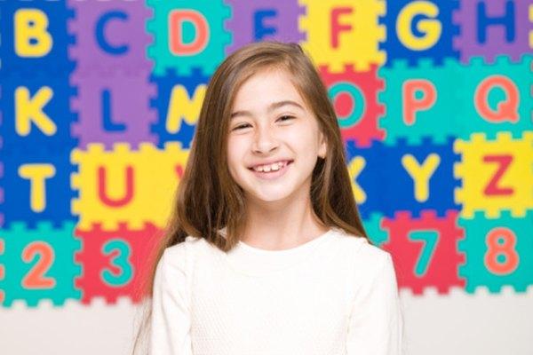 Usa una variedad de actividades para enseñar a alfabetizar.