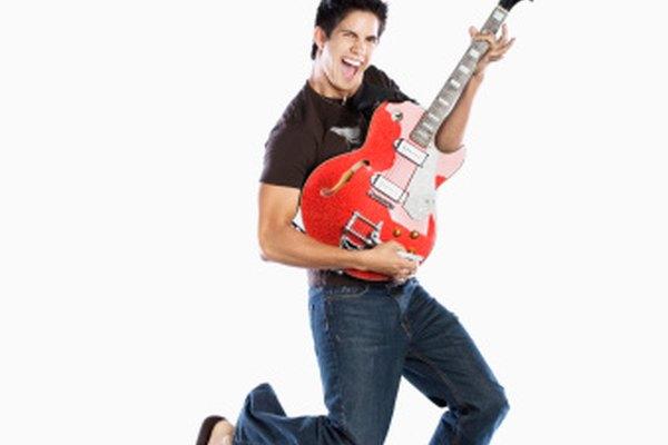 Los cuerpos de guitarras eléctricas semi-acústicas proporcionan más volumen que las guitarras eléctricas de cuerpo sólido.