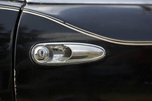 Las marcas de remolino se notan especialmente en los colores de autos oscuros.
