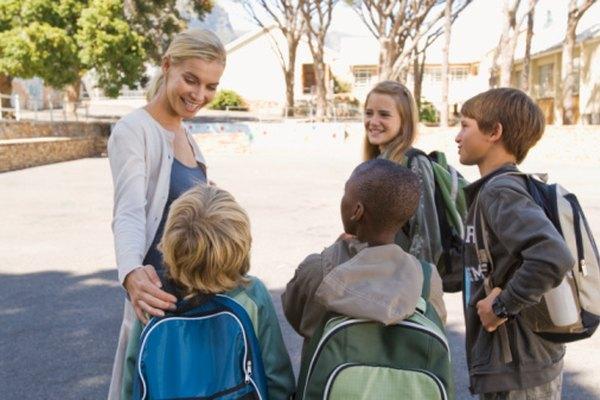 Un director debe ser capaz de hacer que los estudiantes se sientan bienvenidos en la escuela.